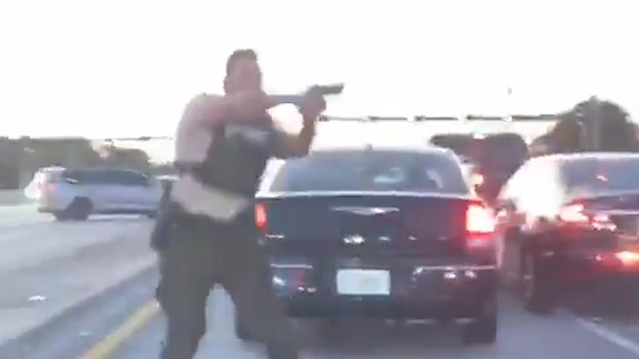 Politie opent vuur na achtervolging gekaapt busje in Florida