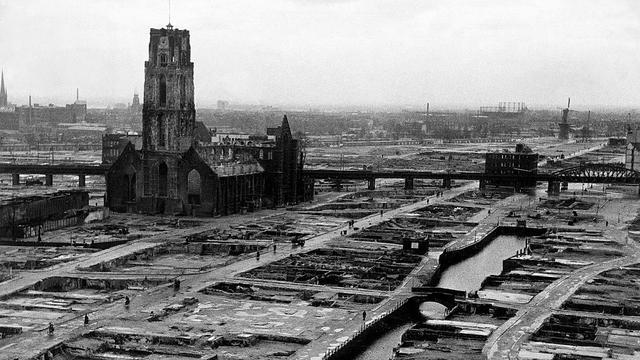 1940: Rotterdam na het Duitse bombardement.