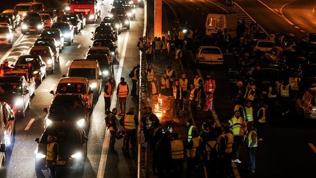 Dode en tweehonderd gewonden bij acties tegen brandstofprijzen Frankrijk