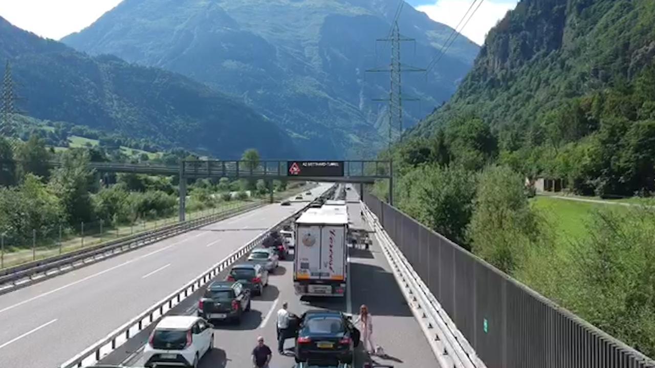 Verkeer voor Gotthardtunnel in Zwitserland staat muurvast