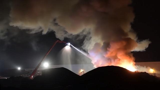Enige tijd grote brand bij recyclingbedrijf in Son