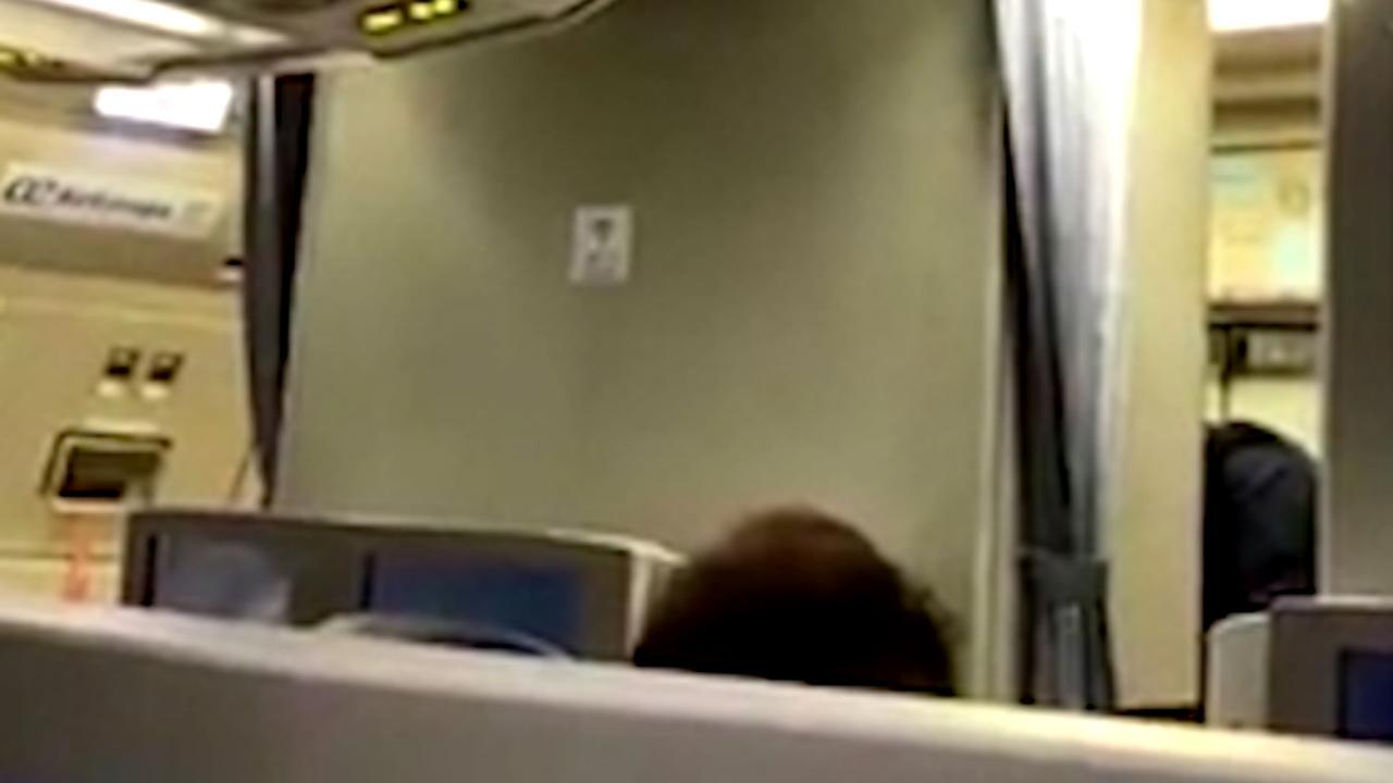 Piloot van 'gekaapt' vliegtuig Schiphol zegt sorry voor vals alarm