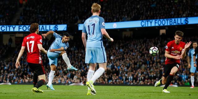 Blind speelt met United doelpuntloos gelijk in derby tegen City