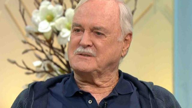 Cleese: 'Verwijderde aflevering Fawlty Towers juist kritisch op racisme'