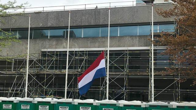 Eindhoven hangt vlag halfstok voor slachtoffers aanslagen Sri Lanka