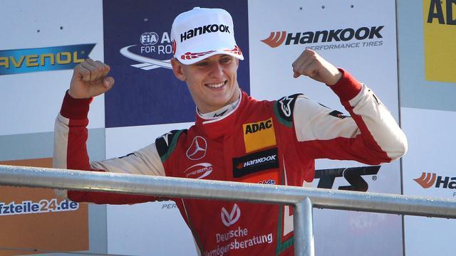 Mick Schumacher gaat in Bahrein testen voor Ferrari en Alfa Romeo