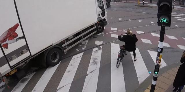 Amsterdam onderzoekt verbod op vrachtwagens met gevaarlijke dode hoek