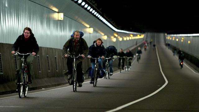 GVB bevestigt dat IJtunnel open is voor fietsers bij ov-staking dinsdag