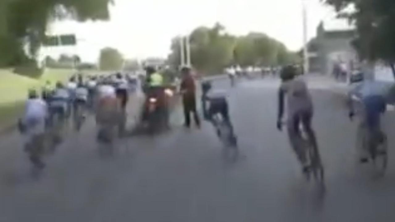 Groot deel peloton neemt verkeerde afslag in slot Vuelta San Juan