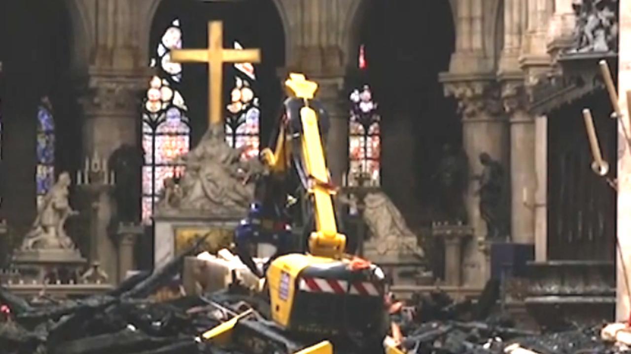 Frankrijk laat maand na grote brand camera's binnen in Notre-Dame