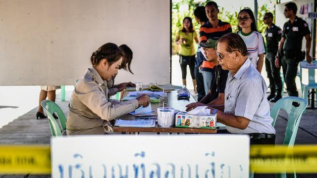Thailand stemt voor omstreden grondwet