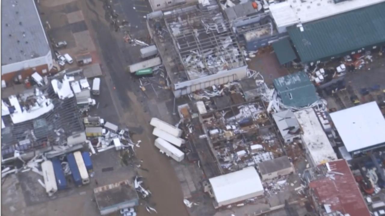 Helikopter filmt schade op Sint Maarten na orkaan Irma