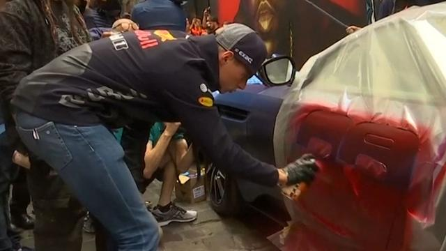 Verstappen en Ricciardo bespuiten Aston Martins in Melbourne