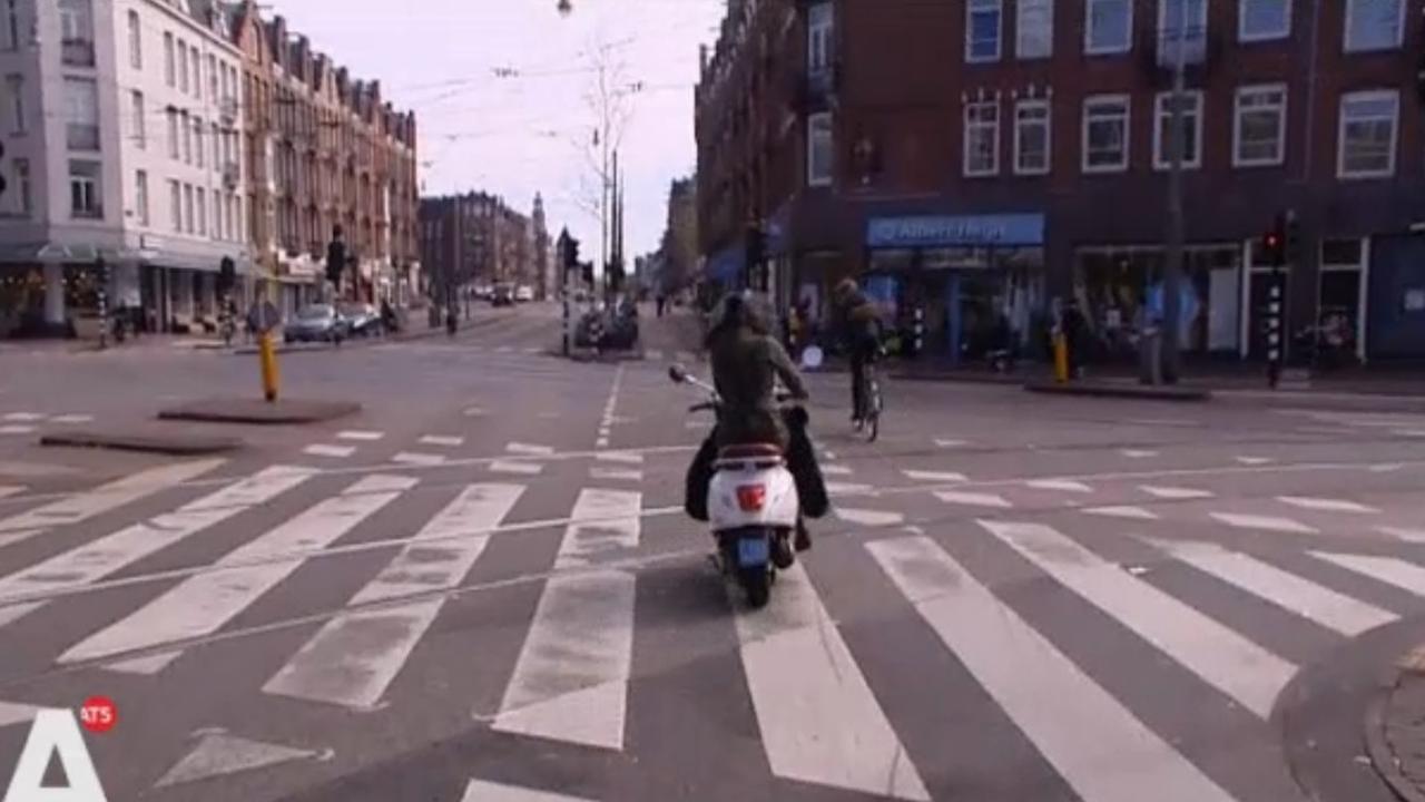 Tweetakt scooters vanaf 2018 verbannen uit Amsterdam