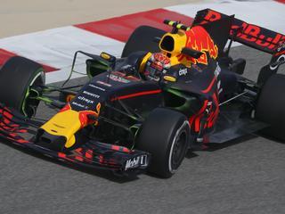 Red Bull-coureur staat lange tijd in de pits