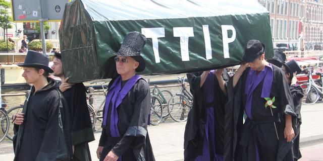 Utrechters in actie tegen TTIP
