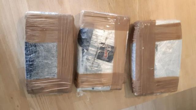 Gemeente sluit woning in Noord na vondst 22 kilo drugs en 150.000 euro