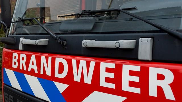 Pick-up truck in vlammen opgegaan in Noord