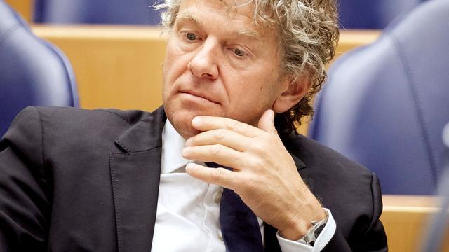 PvdA'er Monasch dreigt met motie van wantrouwen over Oekraïne-referendum