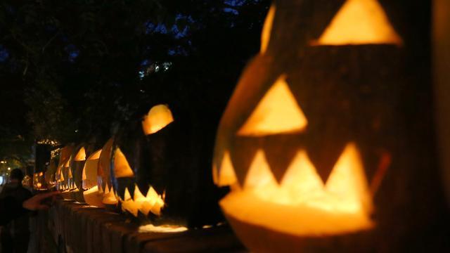 Veiligheidsregio's: Ga niet langs de deuren met Sint-Maarten en Halloween