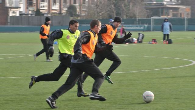 RIVM: 'Sporten op kunstgras met rubber verantwoord'