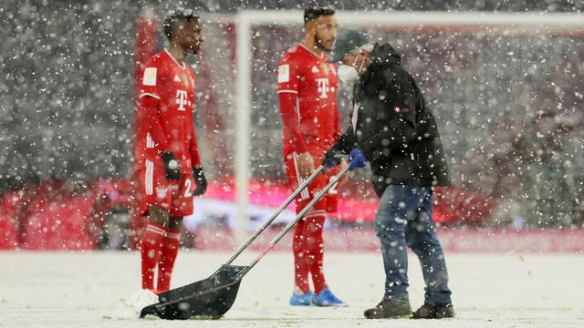 De sneeuwruimers hadden het druk in de Allianz Arena.