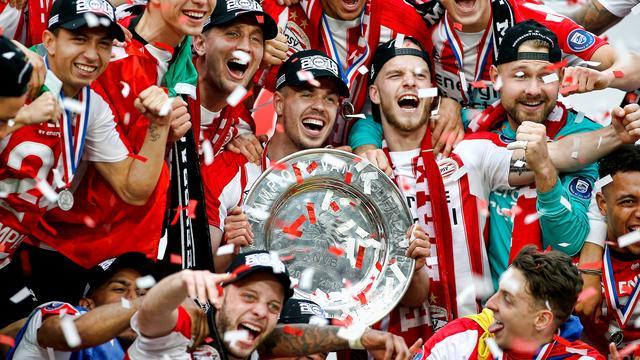 Doelman Zoet trots op titel na seizoen met 'constante kritiek' op PSV