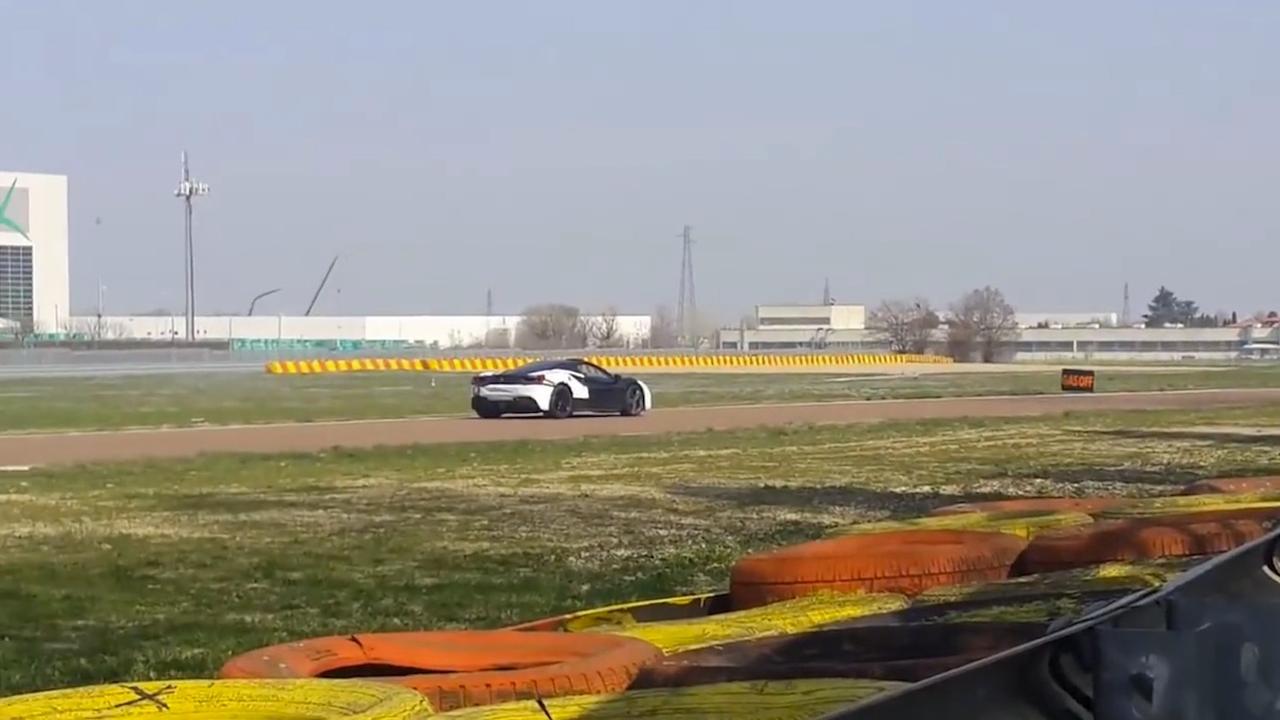 Volledig stille hybride Ferrari gespot in Italië