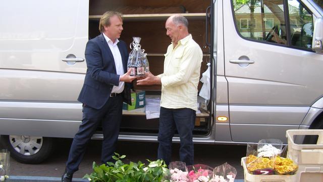 Jan Verbeek verkoopt al vijftig jaar bloemen in Klundert