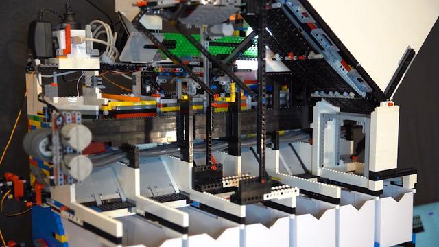 Slimme LEGO-machine sorteert steentjes