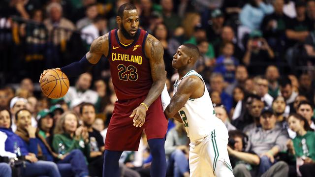 Celtics houden James in toom en winnen eerste duel van Cavaliers