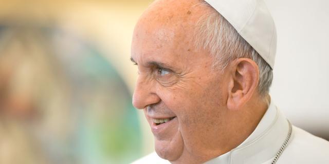 Paus Franciscus waarschuwt techbedrijven voor 'nieuwe barbaarsheid'