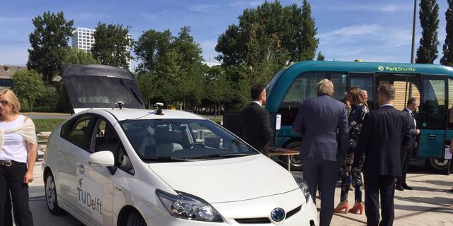 Minister Schultz opent Delfts onderzoekscentrum voor zelfrijdende auto's