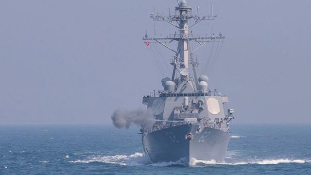 Bemanning redde Amerikaans marineschip na aanvaring met containerschip