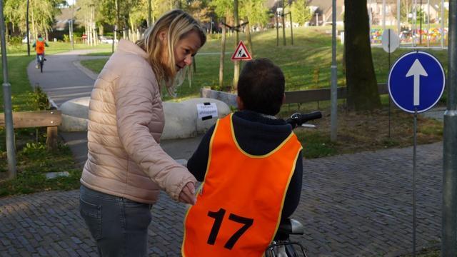 Leerlingen in voorbereiding op verkeersexamen