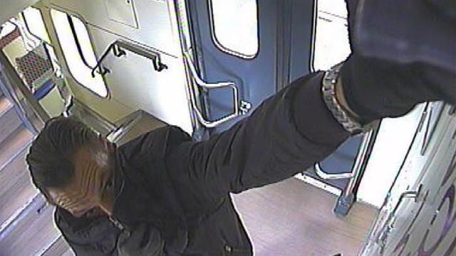 Politie publiceert foto notoire treinbekladder
