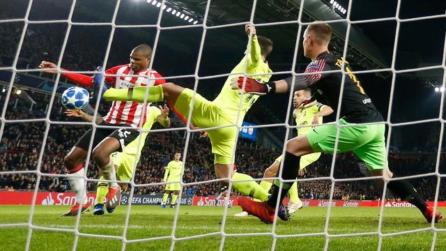 PSV'ers beleven 'frustrerende' avond met 23 doelpogingen tegen Barcelona
