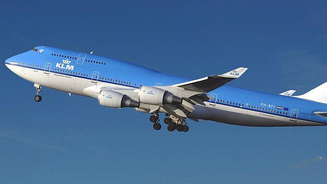 KLM stopt met verkoop sigaretten aan boord van vliegtuigen
