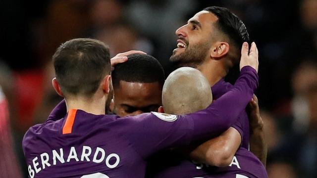 Mahrez draagt goal in topper op aan overleden Leicester City-eigenaar