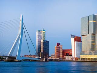Met een vaartocht over de Maas en een kijkje op een scheepswerf