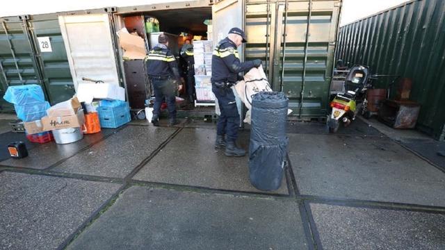 Politie Rotterdam arresteert vader en zoon in drugs- en witwasonderzoek