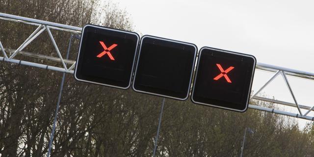 A2 richting Utrecht dicht na ongeluk met vrachtwagen