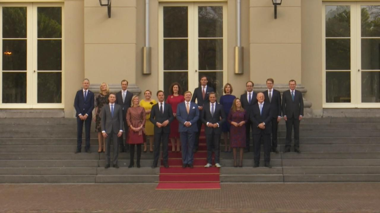 Kabinet-Rutte III poseert op bordes Paleis Noordeinde