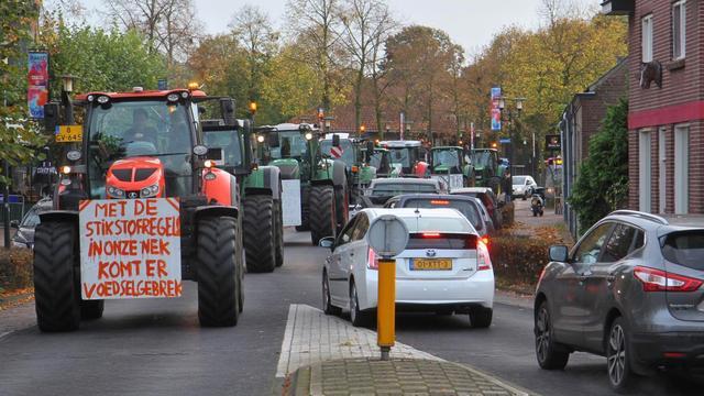 Brabantse boeren protesteren, zuivelsector trekt stikstofplan in