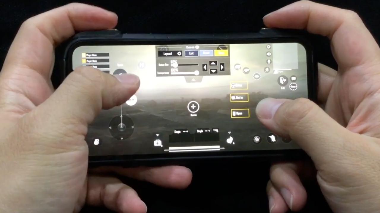 Telefoonhoesje zonder batterij geeft gamers extra knoppen