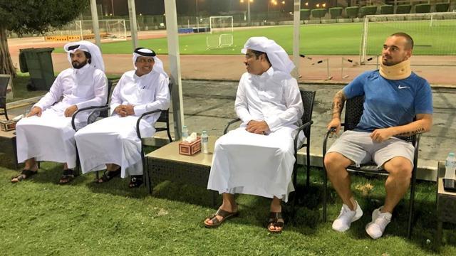 Sneijder houdt lichte nekblessure over aan auto-ongeluk in Qatar