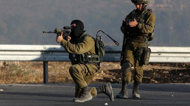 Palestijn doodgeschoten bij jacht leger Israël op daders aanslag Nablus