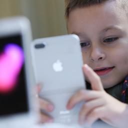 VN: Jonge kinderen kunnen beter maximaal uur per dag naar scherm kijken