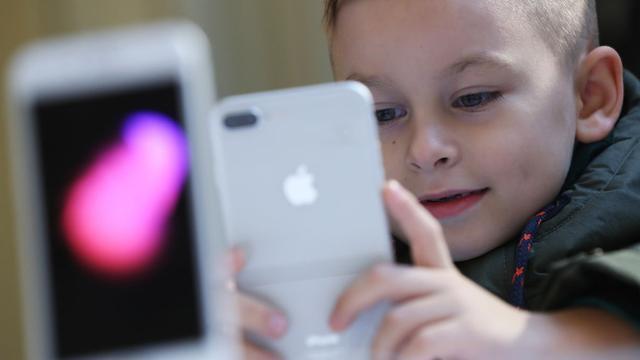 Apple-aandeelhouders bezorgd over iPhone-gebruik kinderen