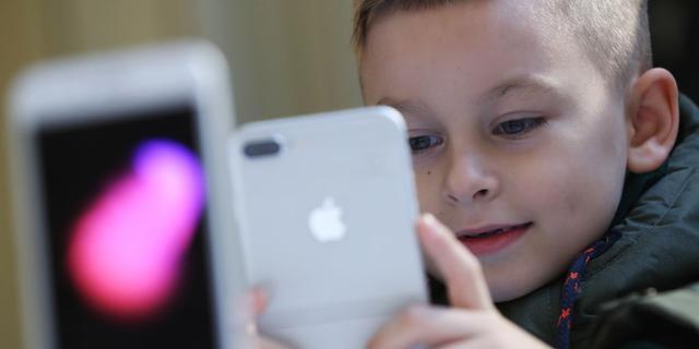 'Veel kijken naar schermen nadelig voor ontwikkeling  kleuters'